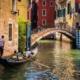 Venezia con gondola e canale