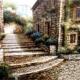 Trastevere - Vicolo con scalinata e fiori